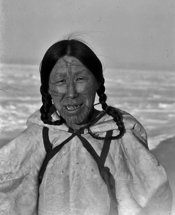 Женщина Инуиты, Eskimo Point, Северо-Западные Территории. Период 1948 год.