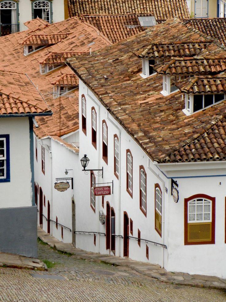 A Pousada Colonial está localizada em Ouro Preto - Minas Gerais, no Centro Histórico, a apenas 70 metros da Pça Tiradentes, ponto principal da cidade. Ideal para quem quer viver a história bem acomodado num casarão do século XVIII. Próximo à ela estão as atrações da cidade e todos os serviços necessários para o seu conforto e diversão.