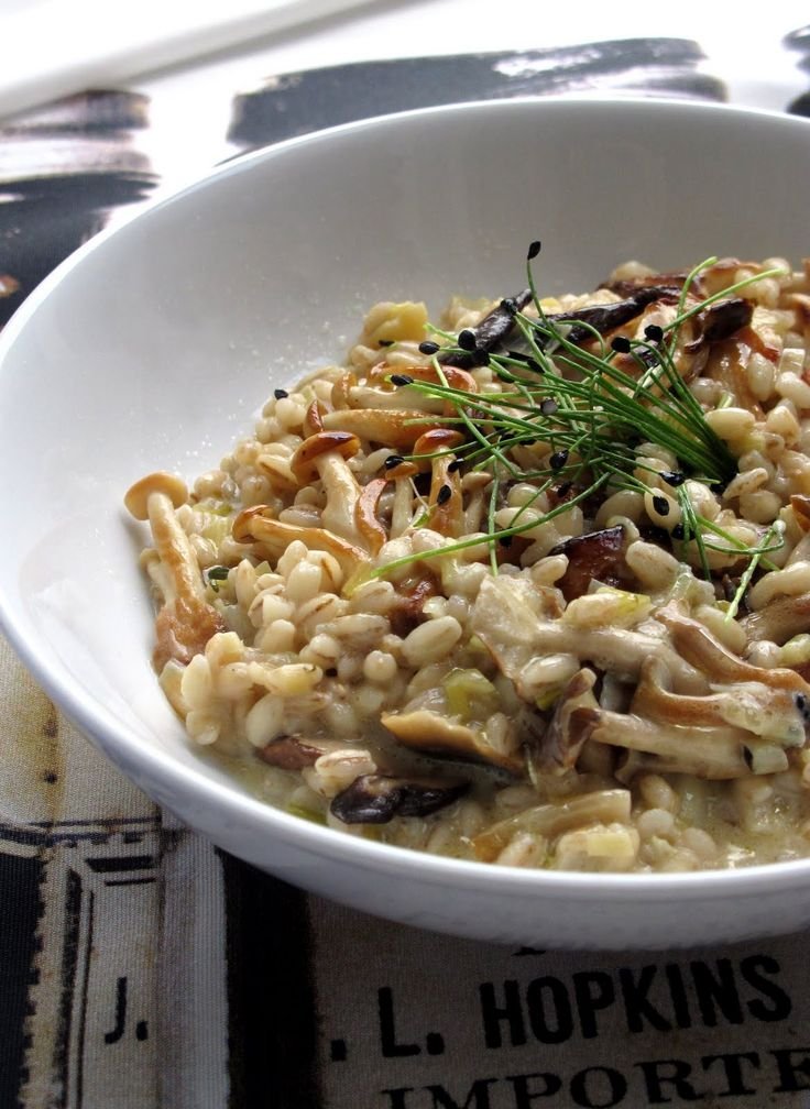 Barley risotto with mushrooms, leeks and roasted garlic