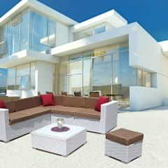Noch mehr weiße Rattanmöbel von LuxuryGarden.it. Hier eine Lounge, Loungetisch und Hocker.