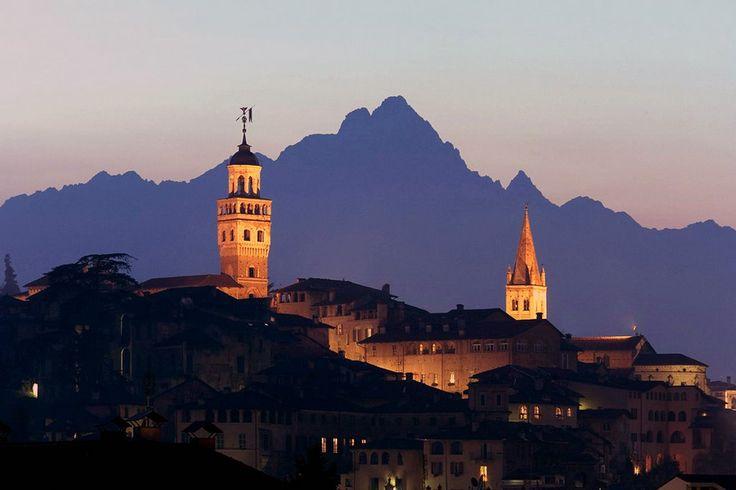 The town of Saluzzo and the mighty Monviso mountain behind. © Tutti i diritti riservati  di macthevoice