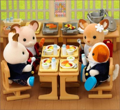 17 best images about sylvanian family calico critters on for Sylvanian families beauty salon dressing table
