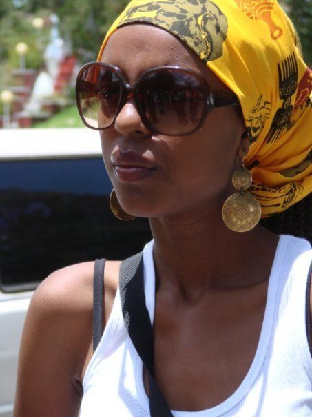 This is so beautiful, the scarf matches her earrings as well!