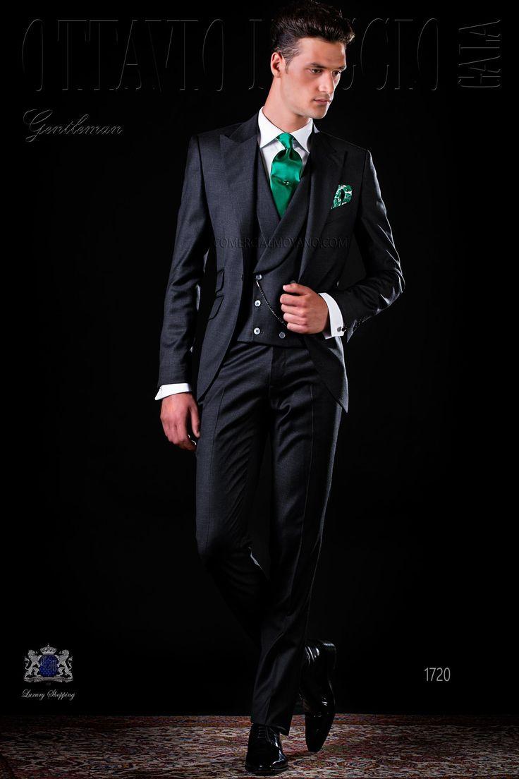Italienisch anthrazit graue Anzug mit steigendes Revers, 1 Steinnüsse-Knopf, Ticket Pocket und Seitenschlitze aus Serge Wolle Stoff. Hochzeitsanzug 1720 Kollektion Gentleman Ottavio Nuccio Gala.