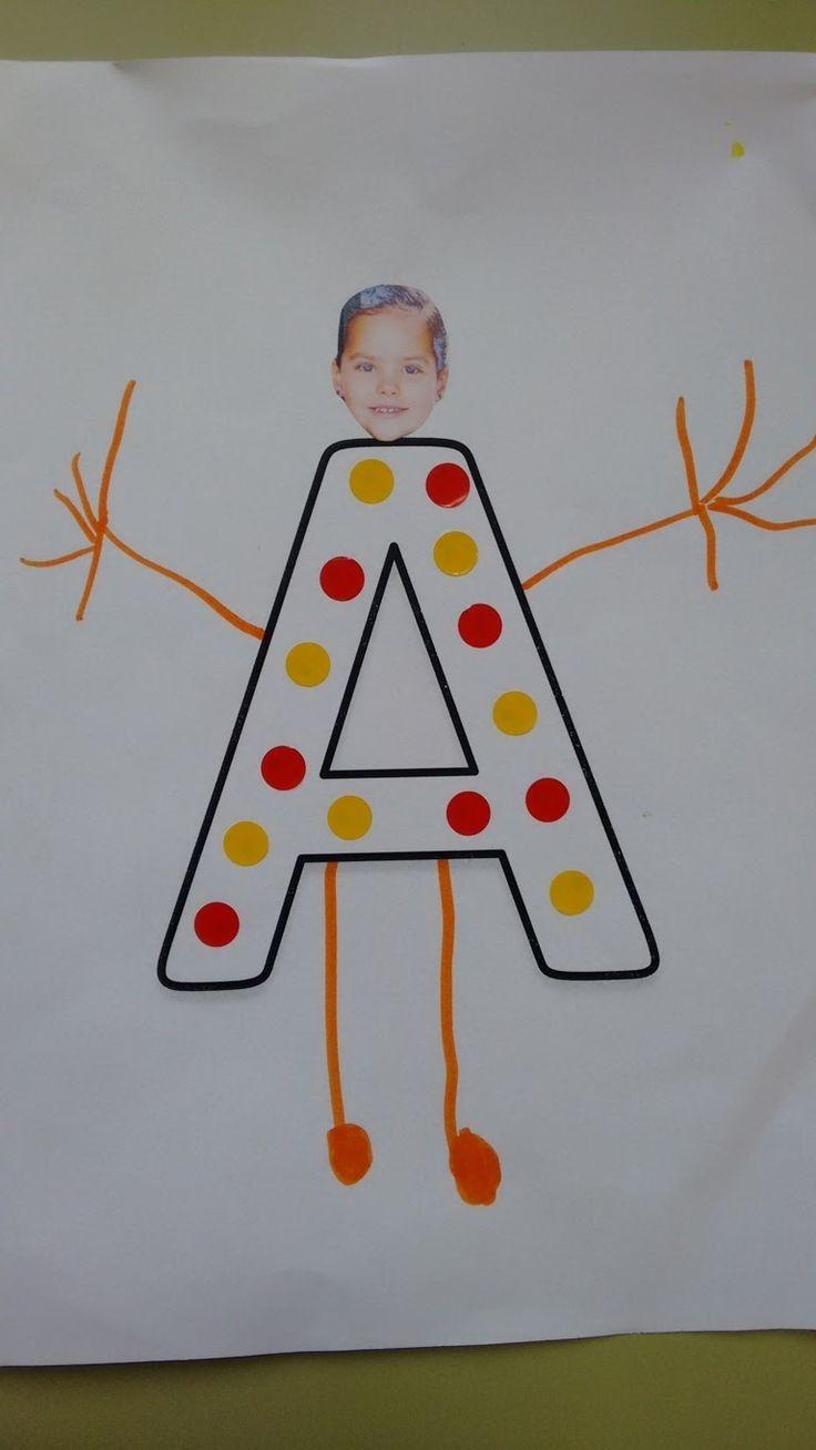 """Cada niño/a ha dibujado """"como si fuera su cuerpo"""" en la inicial de su nombre.  Le hemos pegado la foto de la cara y este es el resultado. Ad..."""