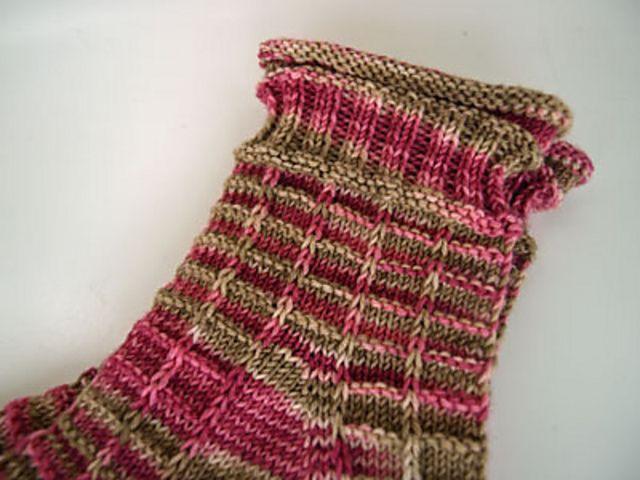 Ravelry Orchideen Socken Pattern By Romy Socken Stricken Muster Sockenmuster Stricken Socken Stricken