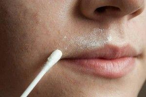Cómo eliminar el vello no deseado de su rostro para siempre... ½ cucharada de pasta de harina de avena con  1 cucharada de miel  6-8 gotas de jugo de limón