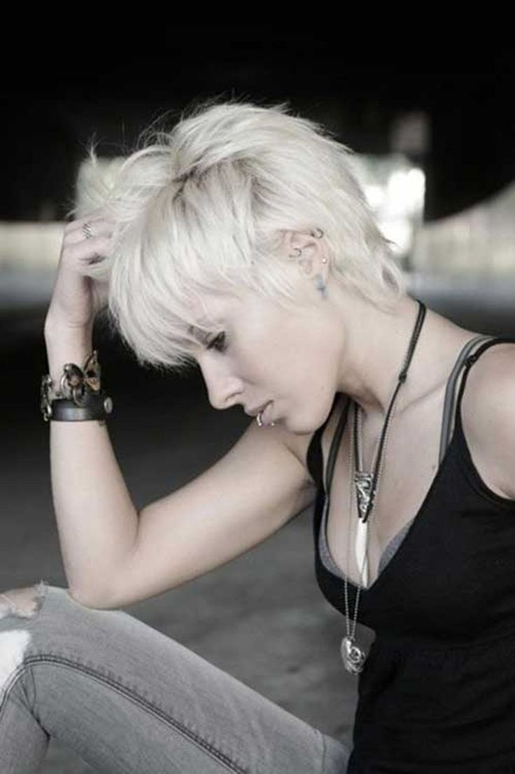 Cool short pixie blonde hairstyle ideas 27