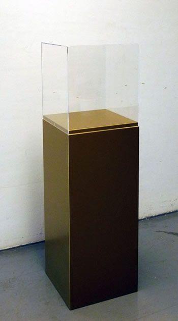 totem oro con teca plexiglass