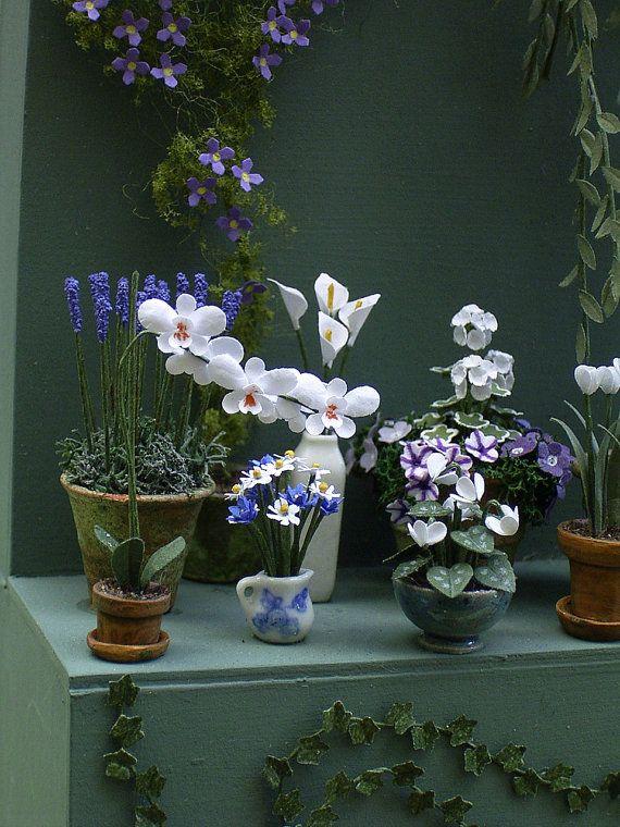 Ein 1/24 oder 1/2 Skala Papiersatz Blume, ein Schmetterling (Nachtfalter) oder Phalaenopsis Orchidee machen. Einfach zu machen, folgen den Anweisungen und nehmen es langsam. Sie finden es viel einfacher, diese kleinen Pflanzen zu machen, wenn Sie den Stiel der Blume mit einem anderen paar Pinzette halten, während die Blume zu konstruieren. Das gibt etwas Platz zwischen den Fingern und die Blume und irgendwie es fühlt sich nicht so winzig! Das Kit umfasst ausgestanzten farbigen Pa...