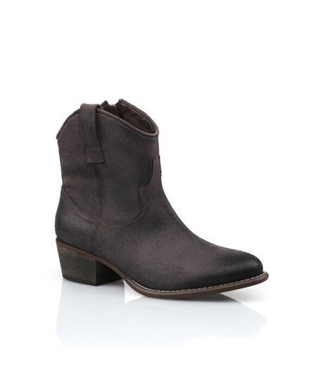 RMK - Horizon Brown Boot  One of the most flattering styles of the season, these casual Western inspired ankle boots are crafted with deconstructed soft leathers that give gorgeous movement when you walk. Heel: 4.5cm. Leather upper, leather & synthetic lining, synthetic sole.     Was:$189.95 Now:$94.95