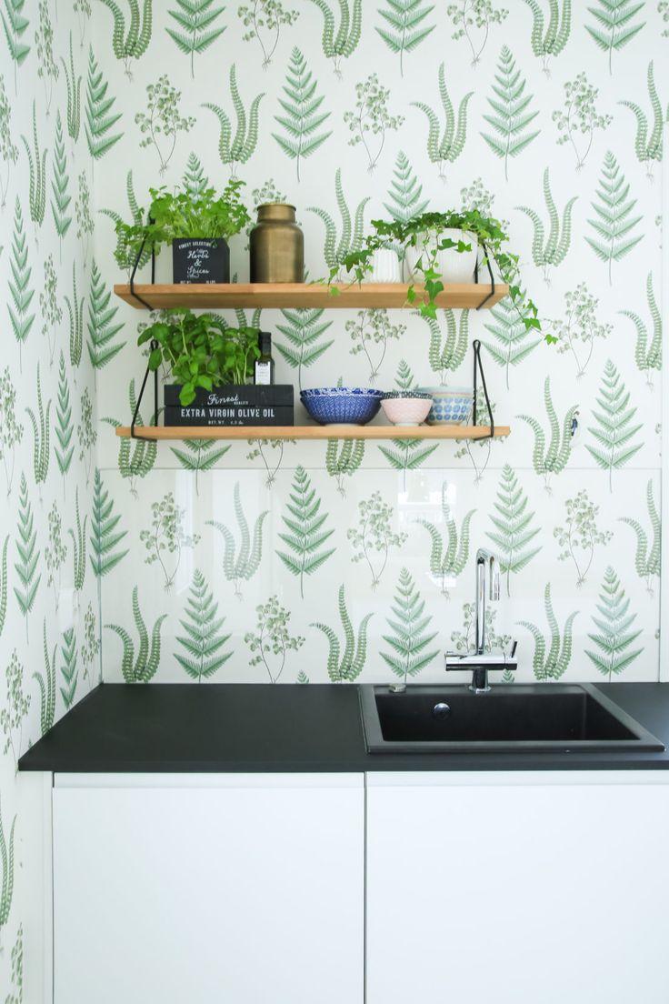 Tapetti sopii myös keittiöön, kunhan sen suojaa vesipisteen takaa esimerkiksi lasilla. - Unique Home