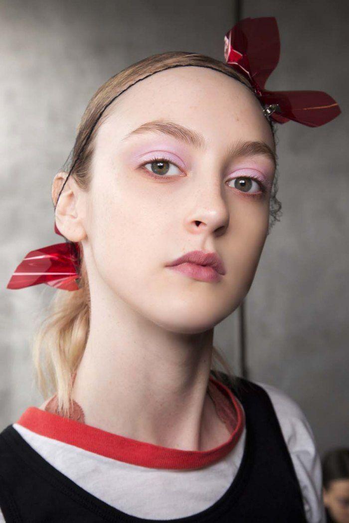 30 maquillages à tester cet hiver - A l'opposé, Milly mise sur le fard à paupières mauve.© Imaxtree