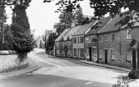Old photo of Hogshill Road c1960, Beaminster