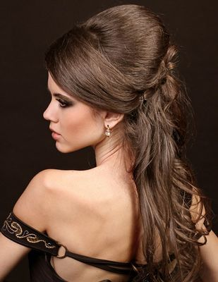 Awesome Long Curly Brown Hairstyle For Homecoming And Prom