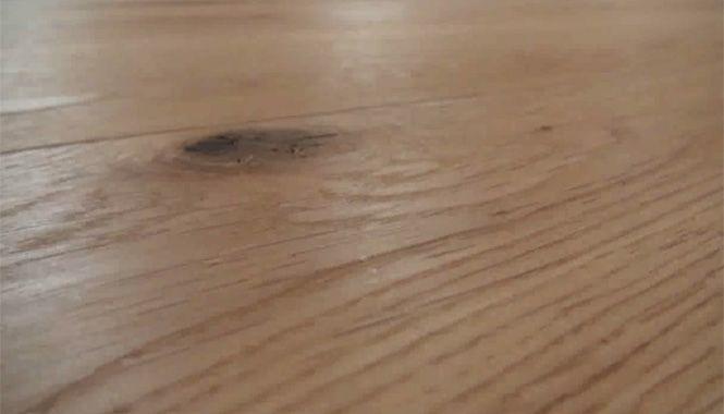 VIDEO: Montáž masivní podlahy lepením...