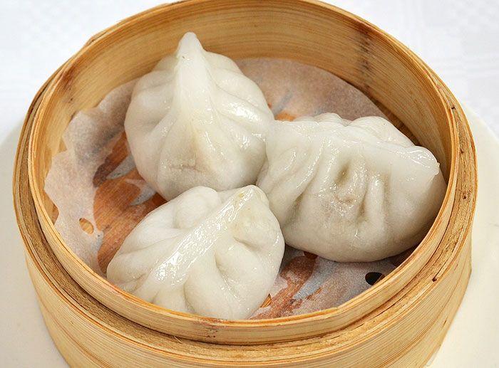 潮州蒸粉果<br>Cháozhōu zhēng fěn guǒ<br>Steamed dumplings stuffed with prawns, meat, peanuts and salted turnip<br>Gestoomde deegballetjes gevuld met garnalen, vlees, stukjes pinda on gedroogde rammenas