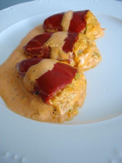 PIMIENTOS DEL PIQUILLO RELLENOS DE ATUN   * Pimientos del piquillo   * Atún  * Quesitos  * Palitos de cangrejo (surimi)  * Hojas de lechuga...