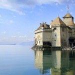 レマン湖に浮かぶ幻想的な古城。スイスで一番人気のお城『シヨン城』