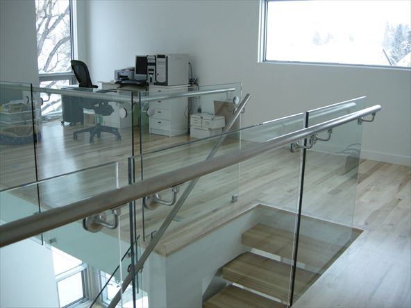 Whether for the balcony or the stairs - glass railings are a visual highlight and convey to the viewer transparency and openness. Glass railing favour an open space structure and let the light through the space. How it can look much brighter with the help of a glass railing even a dark stairwell.