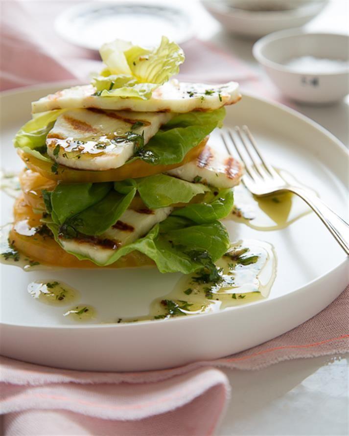 Gegrillter Halloumi-Tomaten-Salat mit Zitrone und Honig Vinaigrette