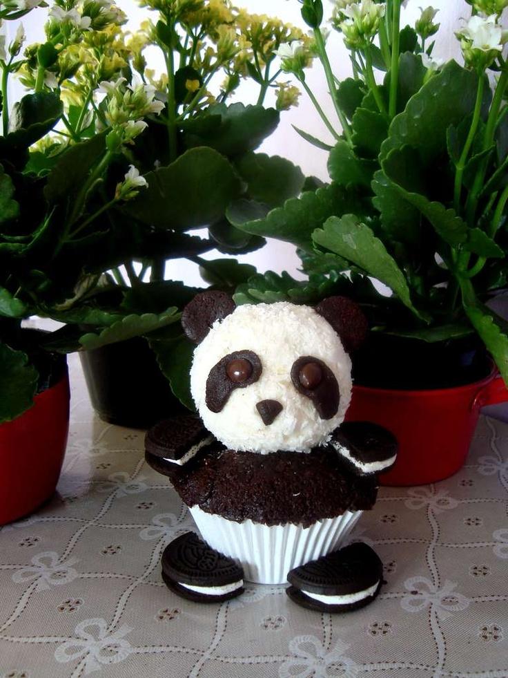 Oreo Panda Cupcakes