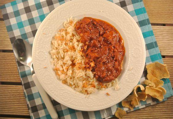 Een recept met pittige kip en de lekker en simpel variant op de satesaus. Dit recept is eenvoudig te bereiden en staat binnen 30 minuten op tafel. Serveer de pittige kip met de saus, een bakje rijst, kroepoek en gebakken uitjes en smullen maar! Tijd: 30 min. Recept voor 2 personen Benodigdheden: 150 gram rijst...Lees Meer »