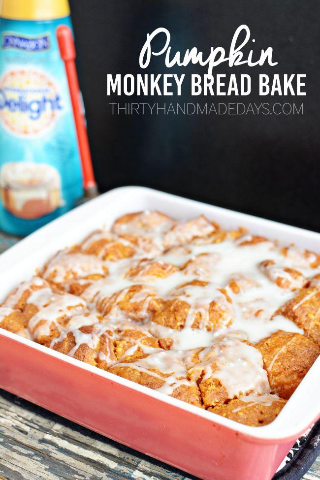 This is one of my favorite Fall dessert recipes! Pumpkin Monkey Bread Bake from www.thirtyhandmadedays.com