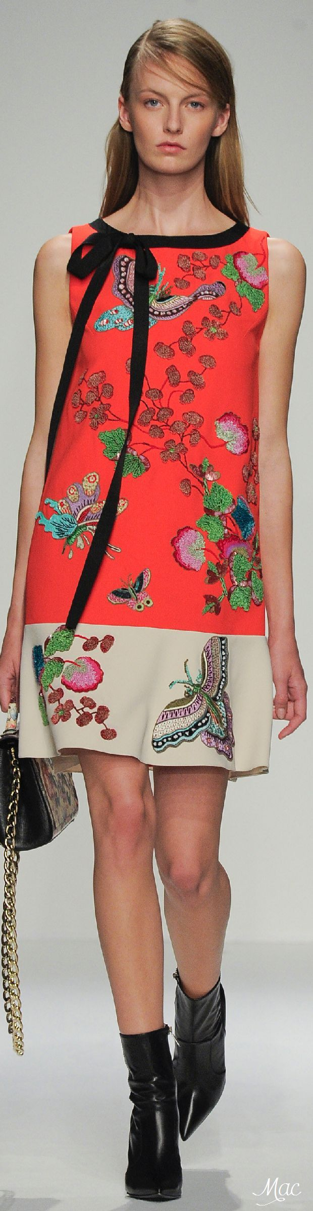I love this asian inspo pring dress so easy and awesome for a date night or travel! Spring 2016 Andrew Gn