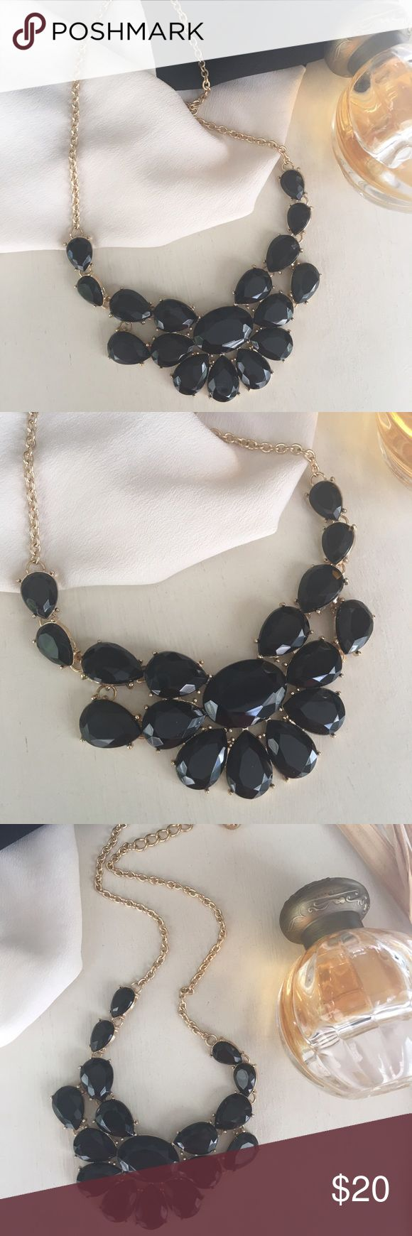 💥Today Only!🆕{The Black Swan} Gem +Gold Necklace ✨🆕{The Black Swan} ✨Black Gem 💎 + Gold Chain Necklace✨Stunning yet understated statement necklace✨Perfect for a holiday party✨Pretty + classy enough for work✨ 🚫No offers on 1-day Sale price💥🚫 Jewelry Necklaces
