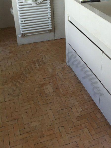 Bejmat sur sol de salle de bain