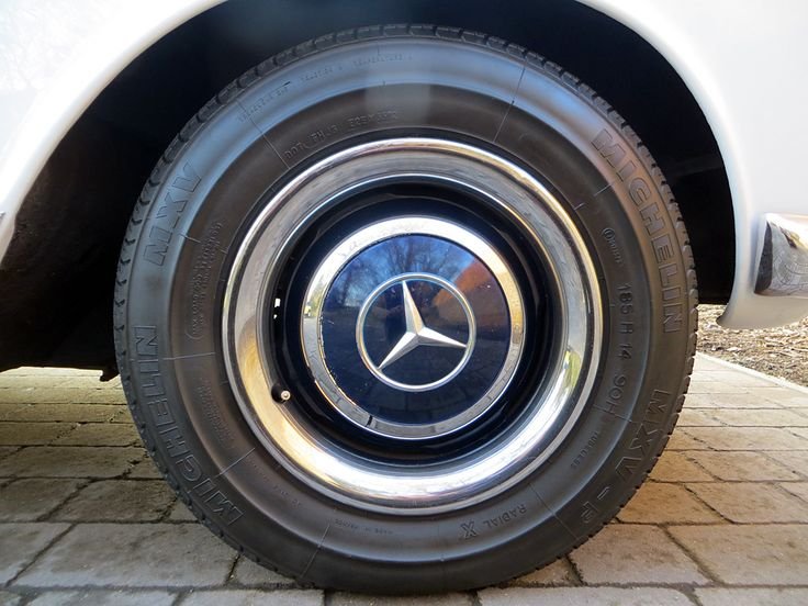 1965 Mercedes 230 SL Pagoda