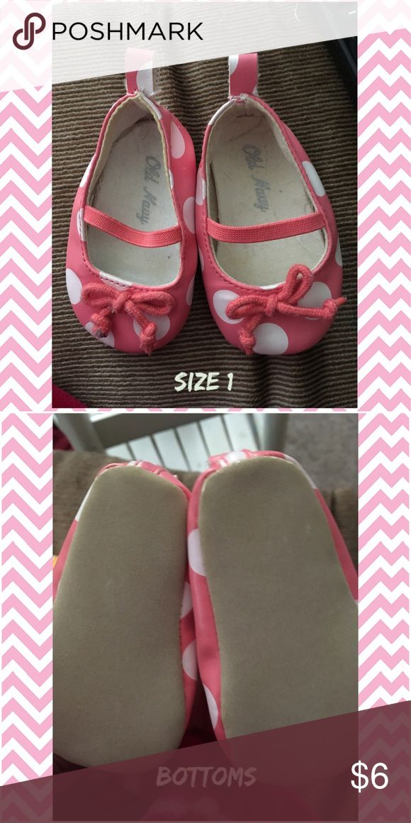 Old navy size 1 baby 👶🏻 shoes Old navy baby girls shoes size 1 hardly used Old Navy Shoes Baby & Walker