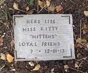 Easy DIY Pet Tombstone / grave marker / pet memorial how to.