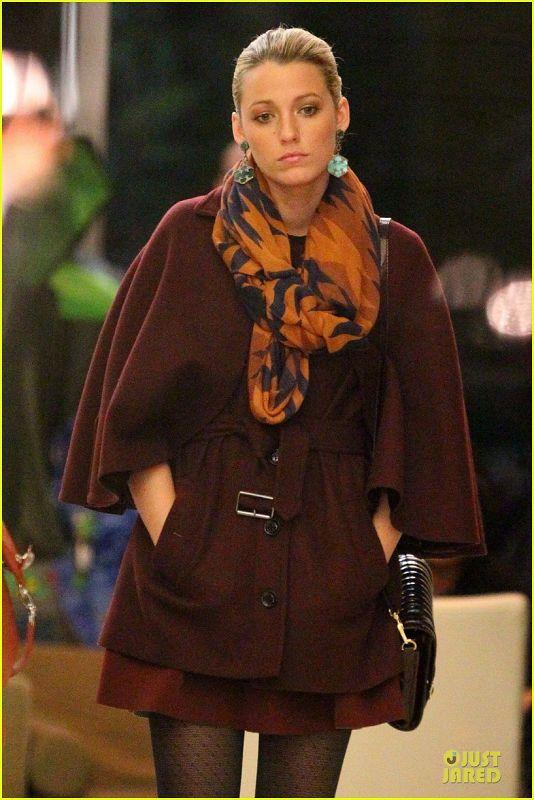 Serena - Filming scenes for Gossip Girl in New York City - October 02, 2012 - serena-van-der-woodsen Photo