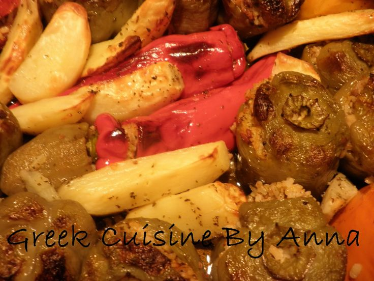 Greek Cuisine By Anna: Γεμιστές χρωματιστές πιπεριές και ντομάτες με κιμά