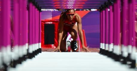 """Lolo Jones au départ du 100m haies, l'Américaine va remporter sa course en 12""""68"""