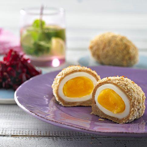 Gerookte schotse eieren met ingemaakte rode bietjes
