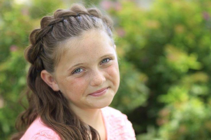 Если научиться заплетать красивые жгуты, косы и асимметричные прически, то можно создать на голове маленькой девочки великолепное творение