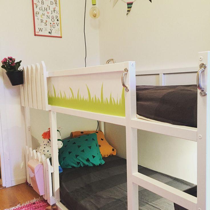 Gjort om Ikeas loftsäng Kura till en våningssäng till våra små barn. Byggt staketet för deras säkerhet men som också blev en rolig och fin detalj.