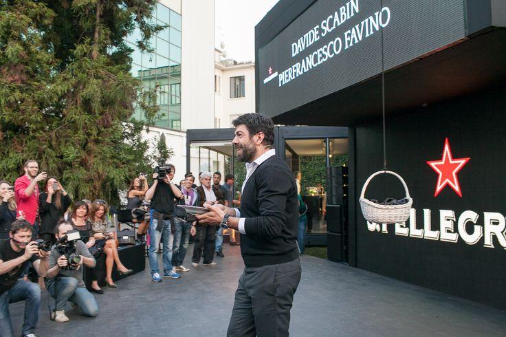 Pierfrancesco Favino interacting with the crowd.