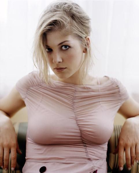 1000+ images about Rosamund Pike on Pinterest | Red carpet looks ...