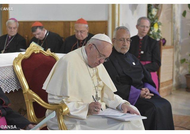 """""""Las madres y las abuelas son las que defienden la fe"""", el Papa en el encuentro con los religiosos en Tiflis - Radio Vaticano"""