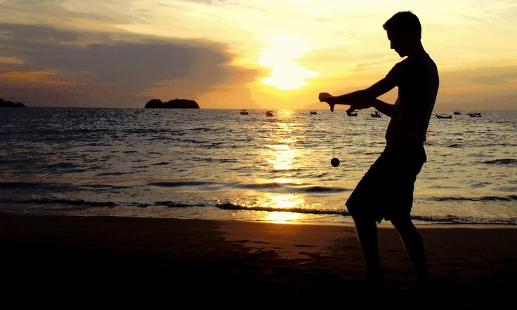 Yo-Yoing+Beach+Silhoute.JPG (1600×963)