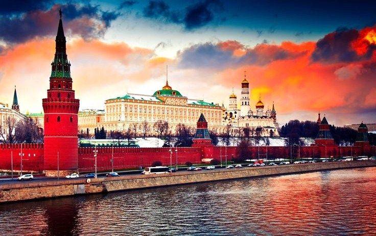 View to the Kremlin from the Bolshoy Kamenny Bridge. #Moscow #Russia