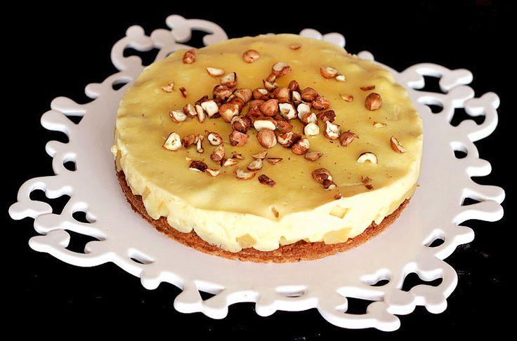 Výborný křupavý ovesný koláč s jablky, vanilkovým pudingem a lískovými ořechy. | Veganotic