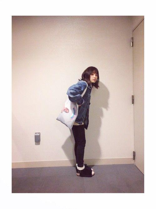 高橋愛さんのトートバッグ「Little sunny bite 」を使ったコーディネート