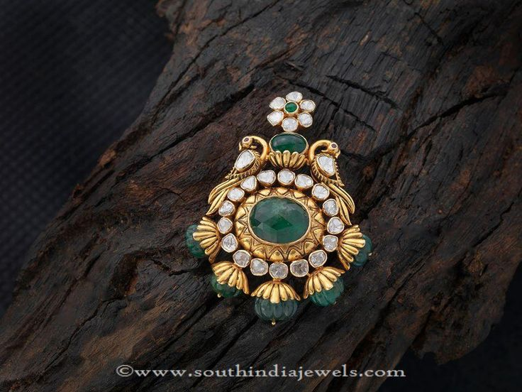 Gold Emerald Pendants, Antique Gold Emerald Pendant Designs, Gold Pendants with Emeralds.