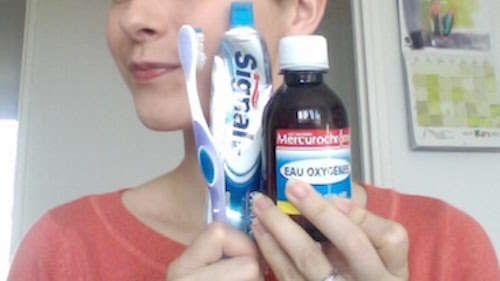 L'eau oxygénée blanchit les dents