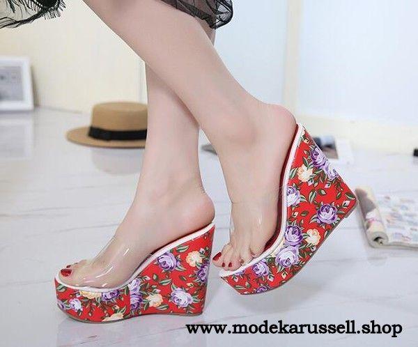 Keilabsatz Slippers in Rot mit Blumen Muster